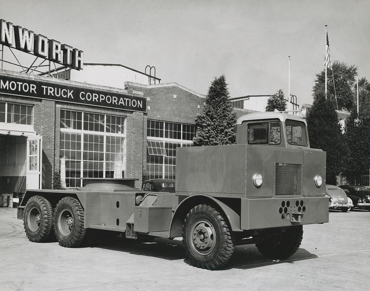 KW---829-met-motor-naast-de-cabine-voor-kraan-opbouw-1949-