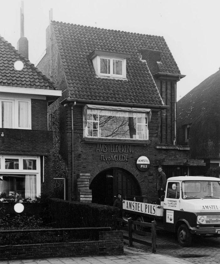 Amstel-depot-H-van-der-Meulen-Groningerstraatweg-zuidoostzijde-nr-42-uit-Leeuwarden--1968-Opel-Blitz