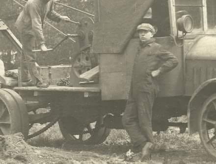Henri-Essers-1920-toen-nog-chauffeur-bij-Smeets-in-Eksel---