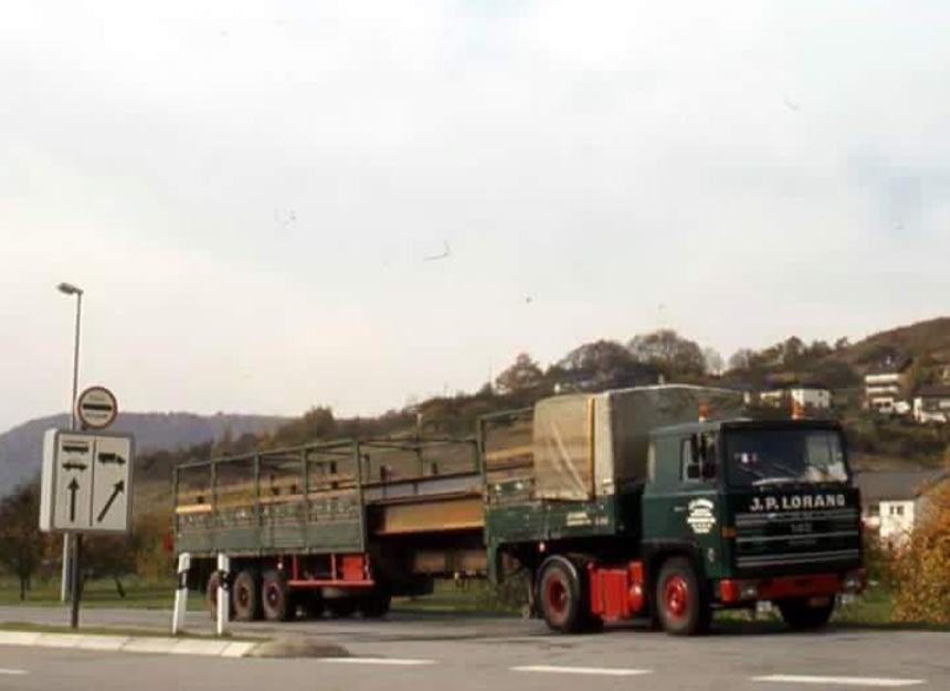 Scania-met-uit-schuifbare-trailer
