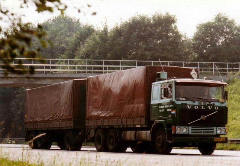 Volvo-F10-met-Job-van-der-Meulen-boven-aan-de-A2-in-Meerssen