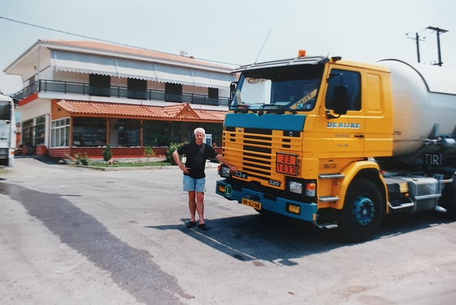 Chauffeur-Van-Beek-archief-zoon-Berry--Mijn-GROTE-voorbeeld-op-zijn-avonturen-naar-Griekenland-een-aantal-jaren-geleden--Hou-je-taai-Pa-zie-je-gauw-weer---(2)