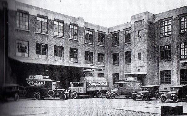 1920-tabaks-ind--Philips-tongesestraat-maastricht_minerva-vrachtwagens