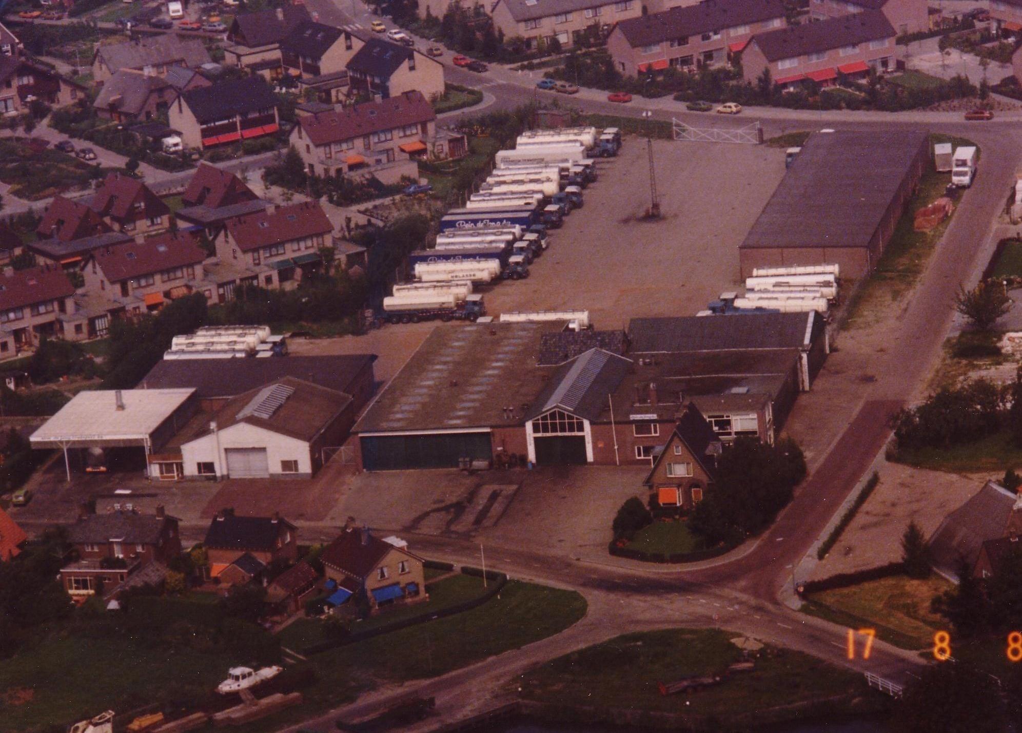 Luchtfoto-van-het-Transportbedrijf-Rein-de-Jong-toen-nog-aan-de-Veerstraat-in-Heerde--Gerrit-Kamhuis-archief
