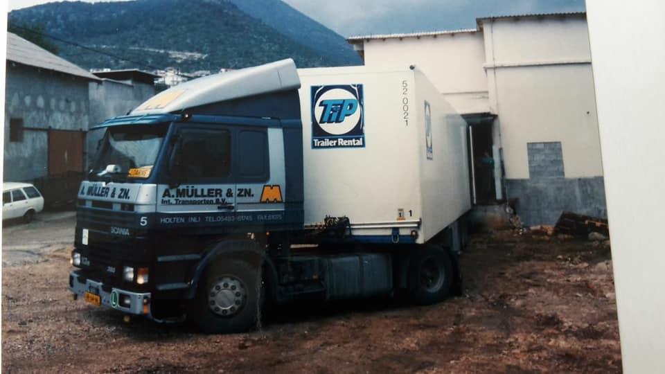 Bernie-Eggink-1992-opweg-naar-Vrogarac-in-Kroatie-met-vlees-voor-de-IFOR-bij-zadar-was-de-brug-opgeblazen--(1)