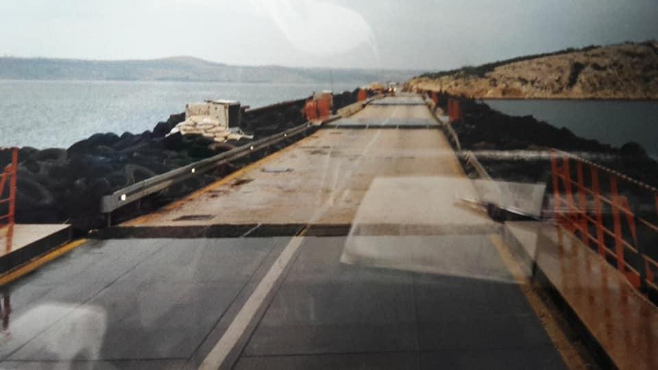 Bernie-Eggink-1992-opweg-naar-Vrogarac-in-Kroatie-met-vlees-voor-de-IFOR-bij-zadar-was-de-brug-opgeblazen--(2)