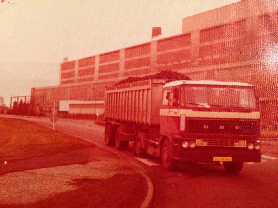 DAF---Volle-wagen-briketten-laden-in-Ruhrgebied-1978