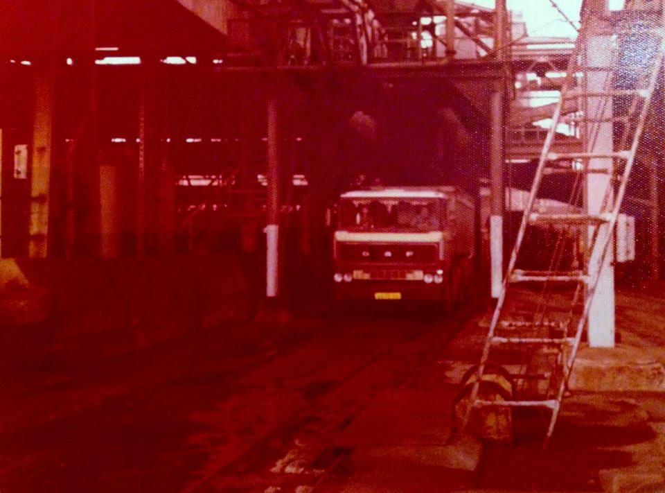 DAF-Volle-wagen-briketten-laden-in-Ruhrgebied-1978--Andre-Laeven--(1)