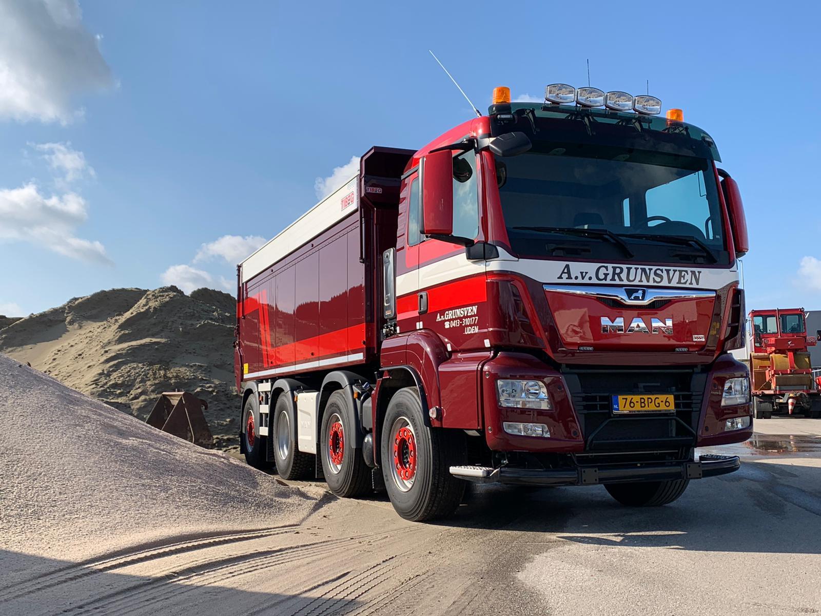MAN-8x2-deze-week-afgeleverd-door-MAN-Thieu-van-Dorst-en-TIBEG-Kipperbouw--17-3-2020-Stuart-Lawarence-c-hauffeur----(2)