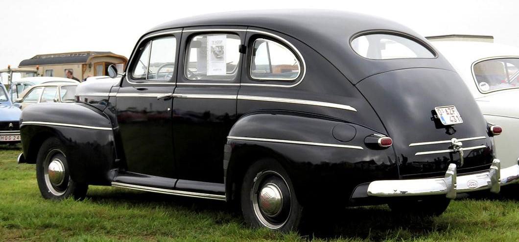 Ford-Super-Deluxe-Sedan--1948
