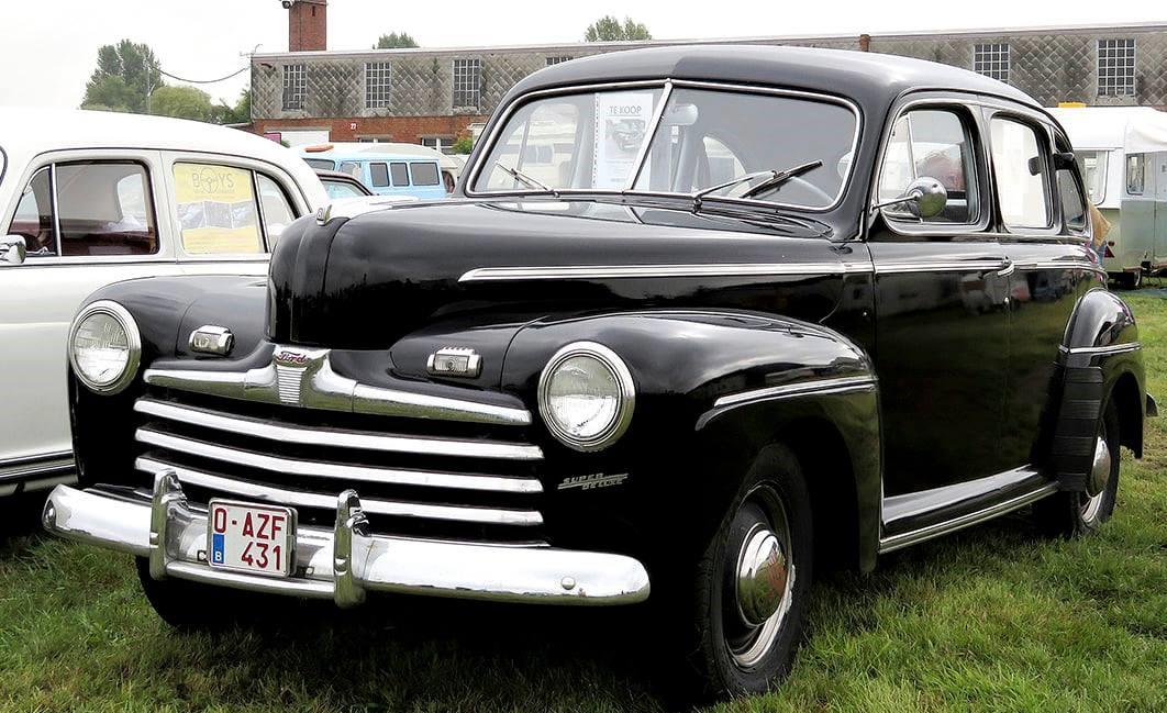 Ford-Super-Deluxe-Sedan-1948