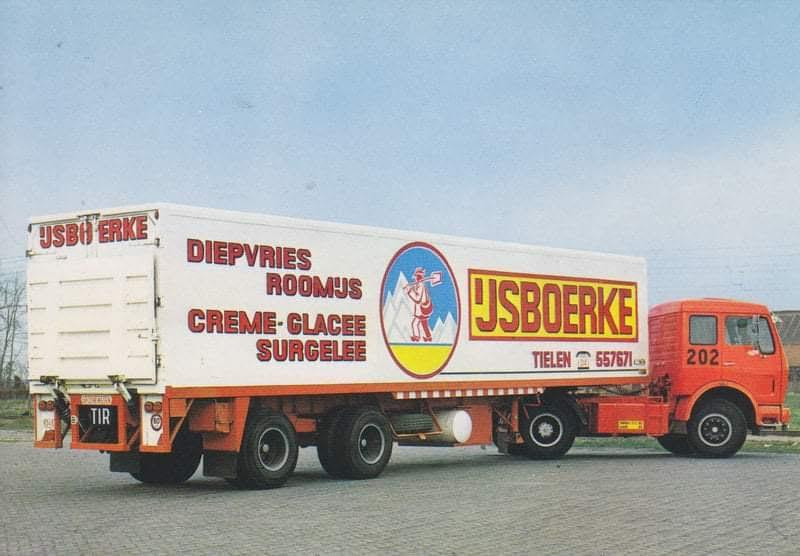 Mercedes-met-koel-vries-trailer
