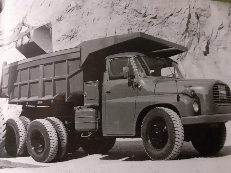 Tatra-T148-S!-V8-212-ch-21-5-ltr-