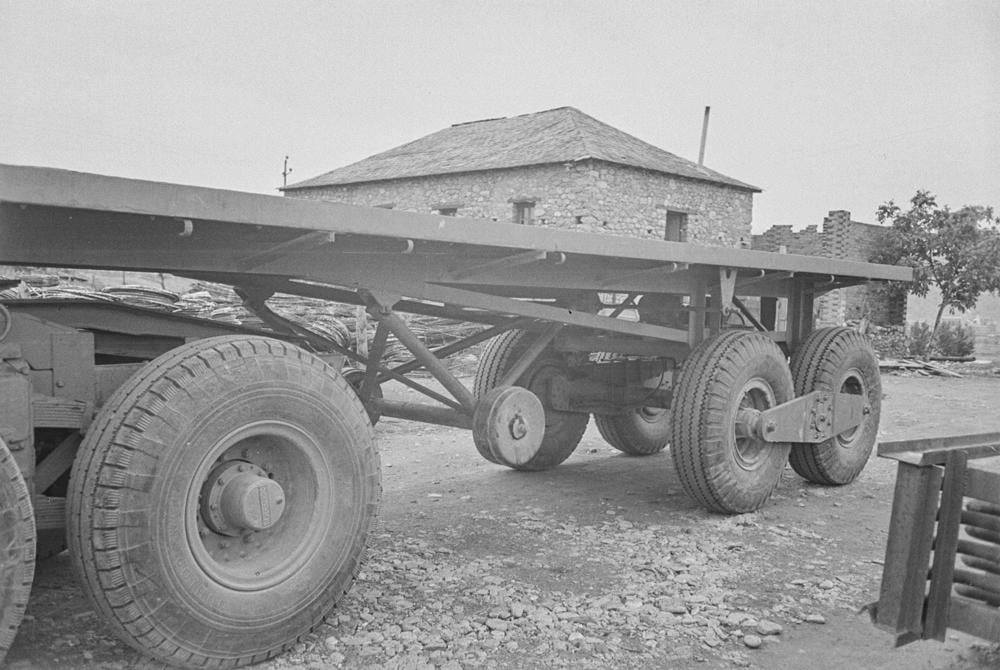 Thornycroft-Amazon-Truck-6-ton-6-x-4--Vermogen-106-PK-Nationaal-Elektriciteitsbedrijf-S-A-1948-(2)