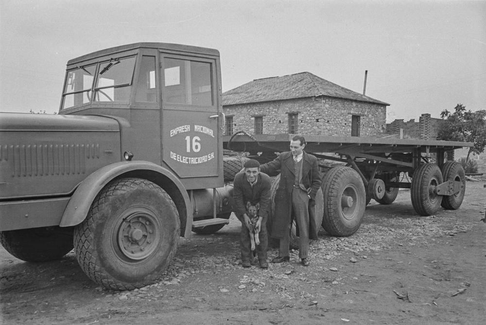 Thornycroft-Amazon-Truck-6-ton-6-x-4--Vermogen-106-PK-Nationaal-Elektriciteitsbedrijf-S-A-1948-(3)