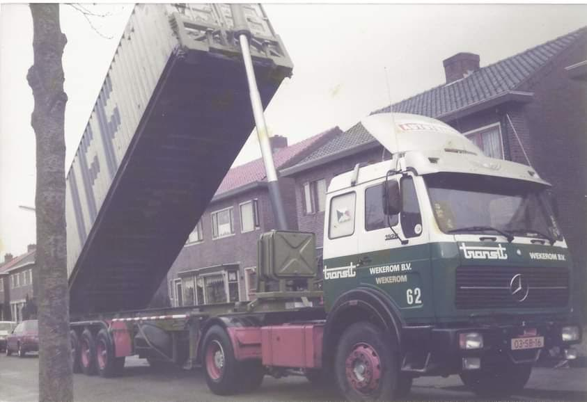 MB-met-kipper-container-chassis--Willem-Rouw-foto