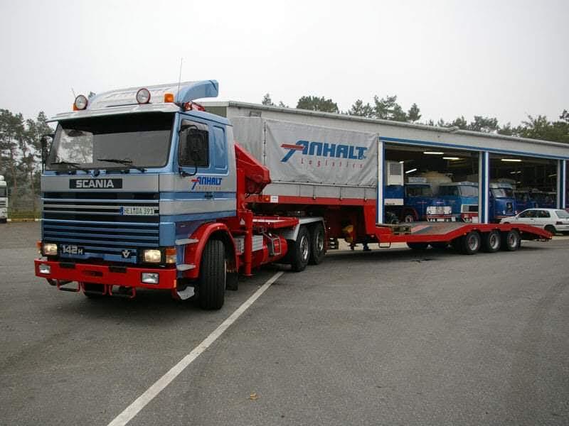 Scania-142H-met-speciale-oplegger