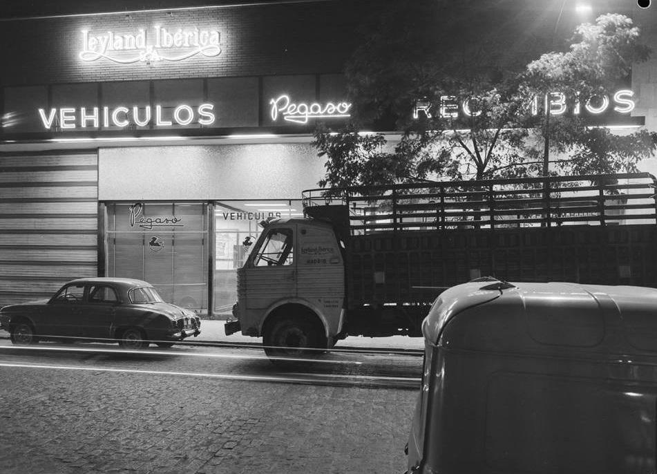 Pegaso-Dealer-1963--(3)