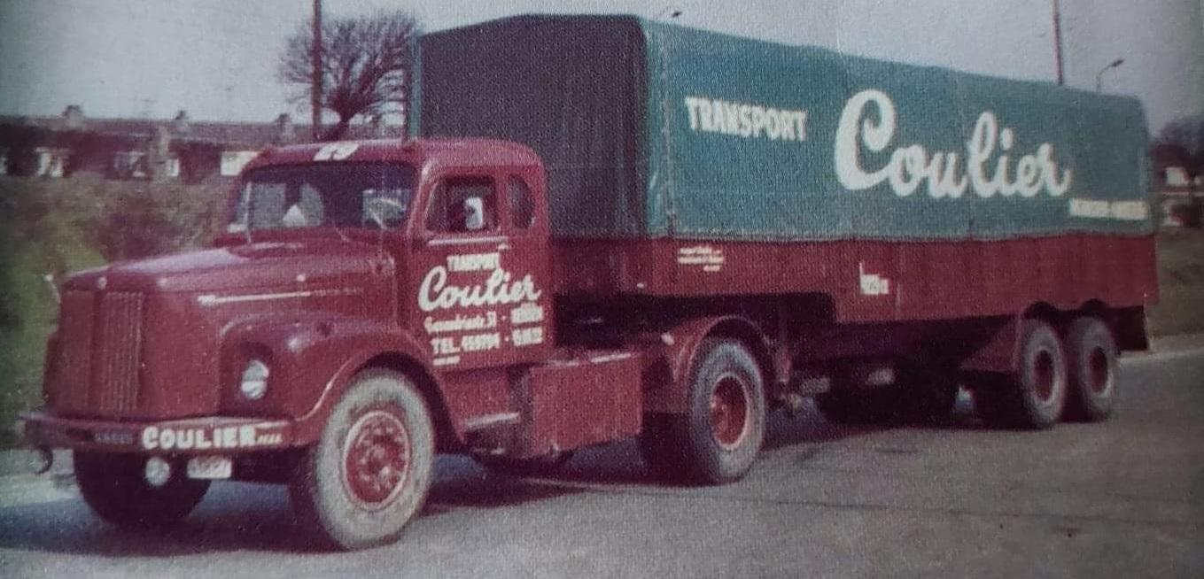 Scania-Vabis-met-zeil-trailer