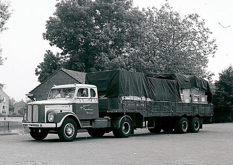 SCANIA-55-torpedo-1964-geparkeerd-Woudpoort-Dokkum--geladen-met-Reznor-Heaters-uit-Menen-Belgie-voor-Frans-Jeltes-Groningen