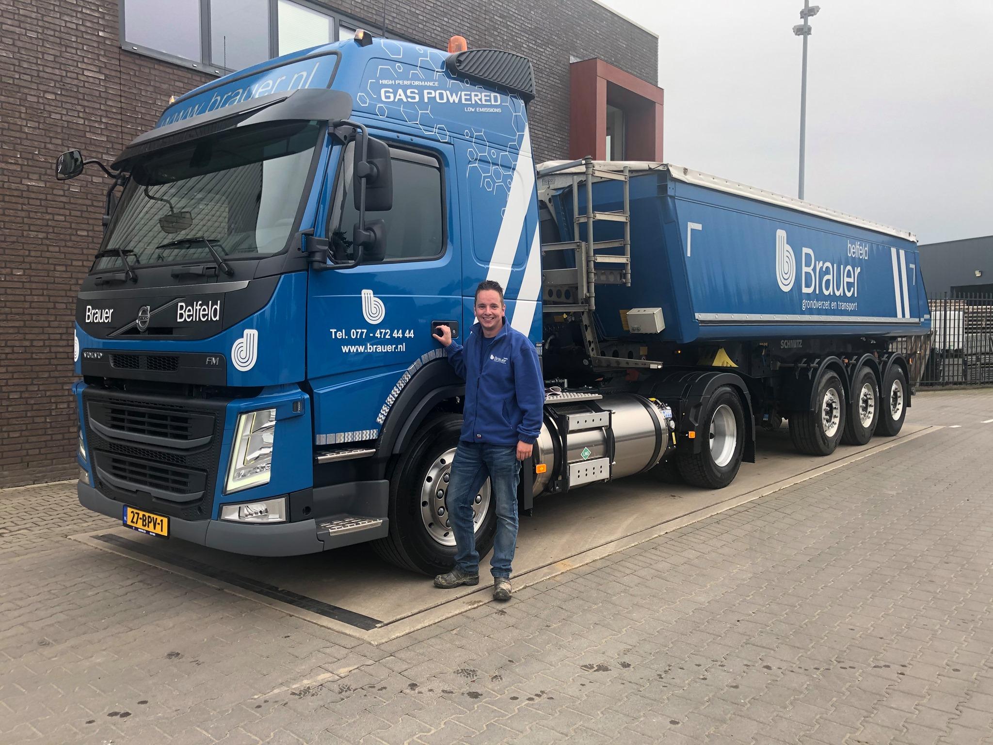 Wij-hebben-de-4e-Volvo-FM-LNG-vrachtwagen-in-gebruik-genomen--Wij-wensen-Roy-veel-veilige-kilometers-toe--5-10-2020-