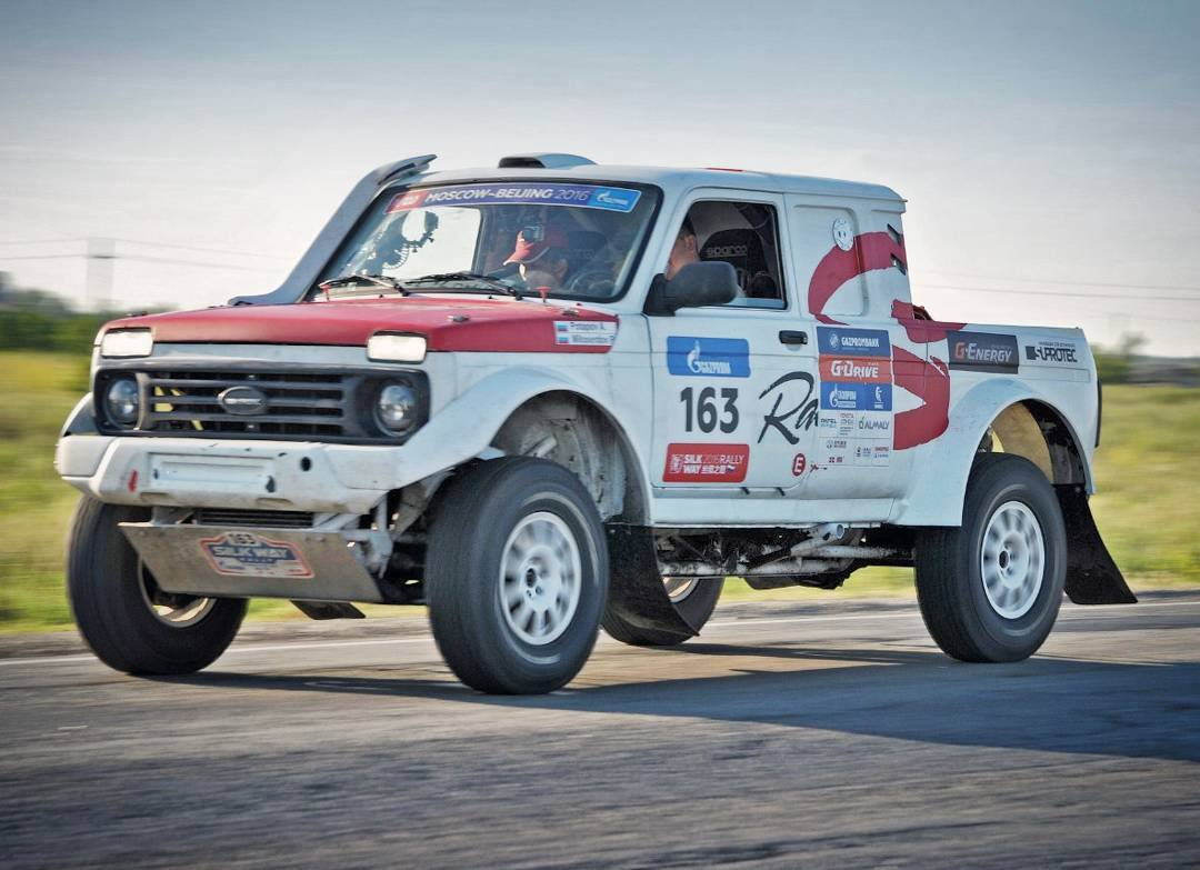 LADA-4x4-Rally-Truck[1]