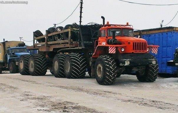 URAL-6x6-Monster-Truck
