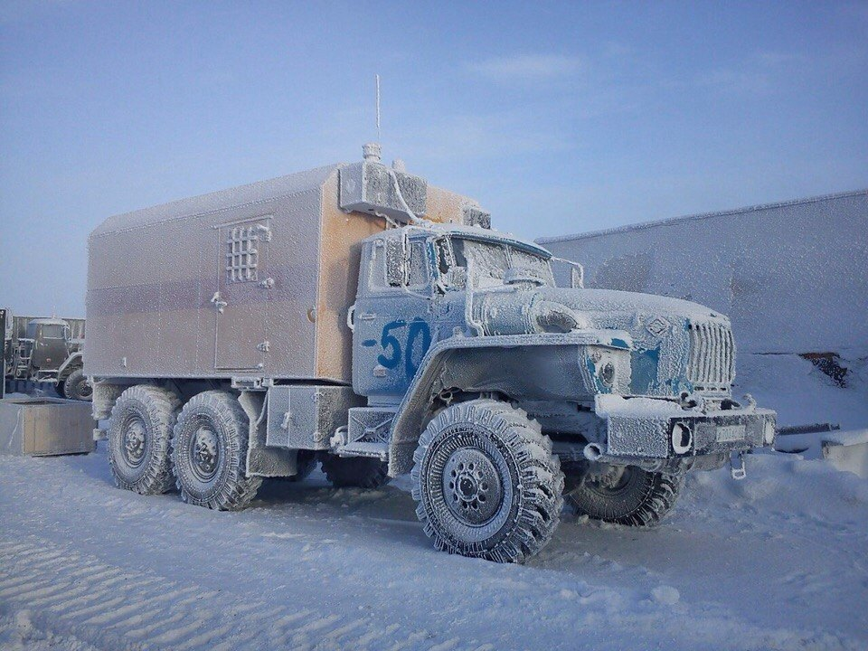 URAL-6x6-Truck-in-extreme-cold----50