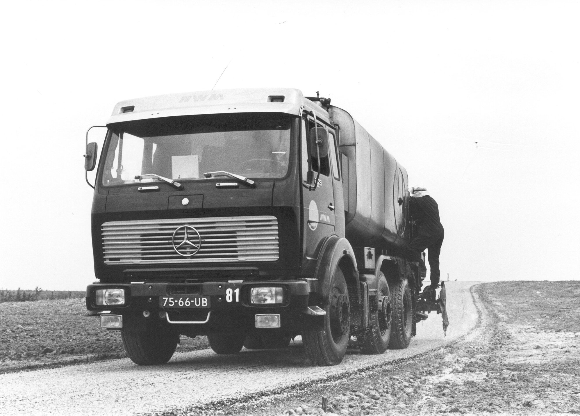 M81-15