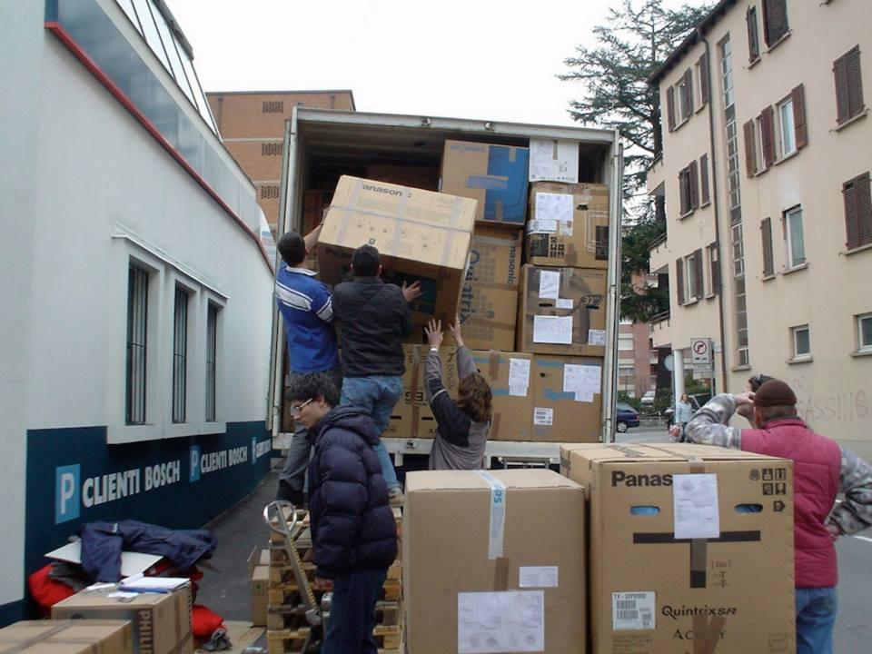 16-chargement-de-jouets-au-Tessin-pour-les-orphelinats-de-Vladivostock