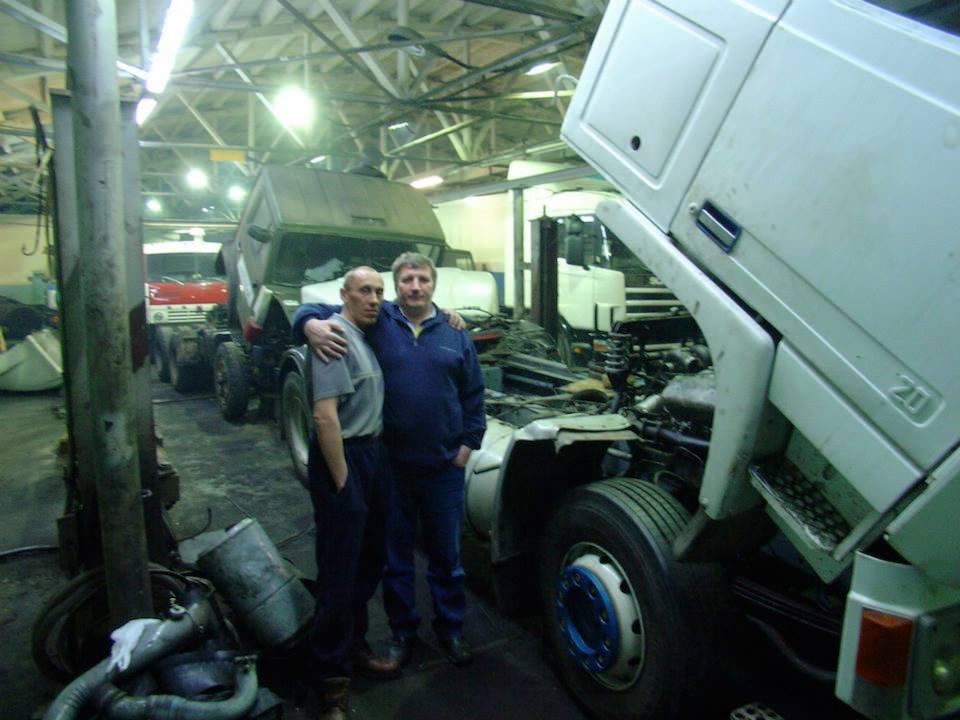 107-In-de-garage-van-onze-vriend-nikolai-kontrativ-werken-we-de-hele-nacht