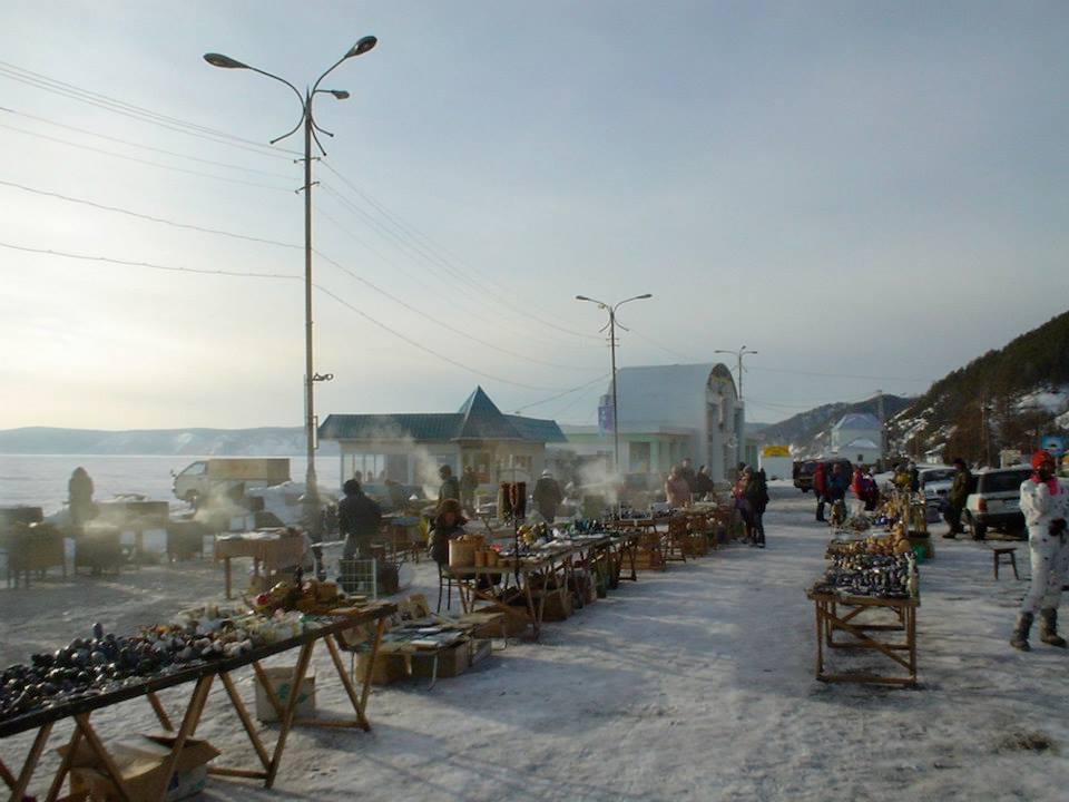 119-tourist-market-on-Lake-Baikal