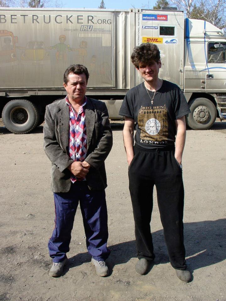 160-Sergei---igor-bij-de-douane-hebben-ons-7-uur-aan-de-uitgang-verwacht-om-ons-de-weg-te-wijzen