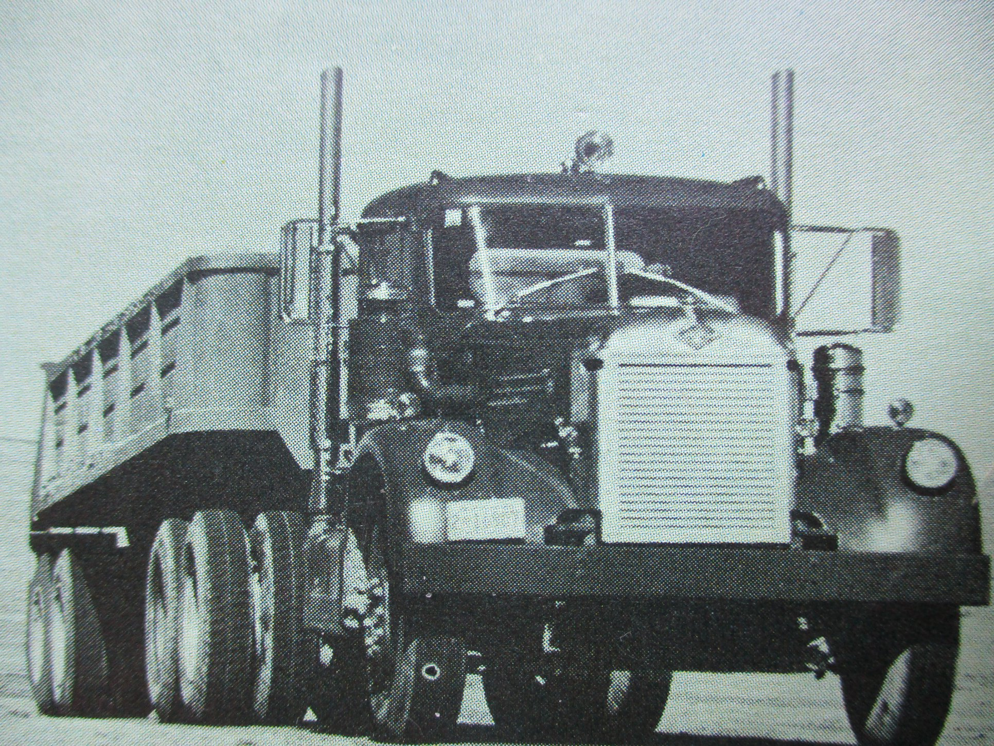 Diamond-T-Rocky-Mountain-Mining---Transport-Co--Grants--New-Mexico--Truck-was-Detroit-powered