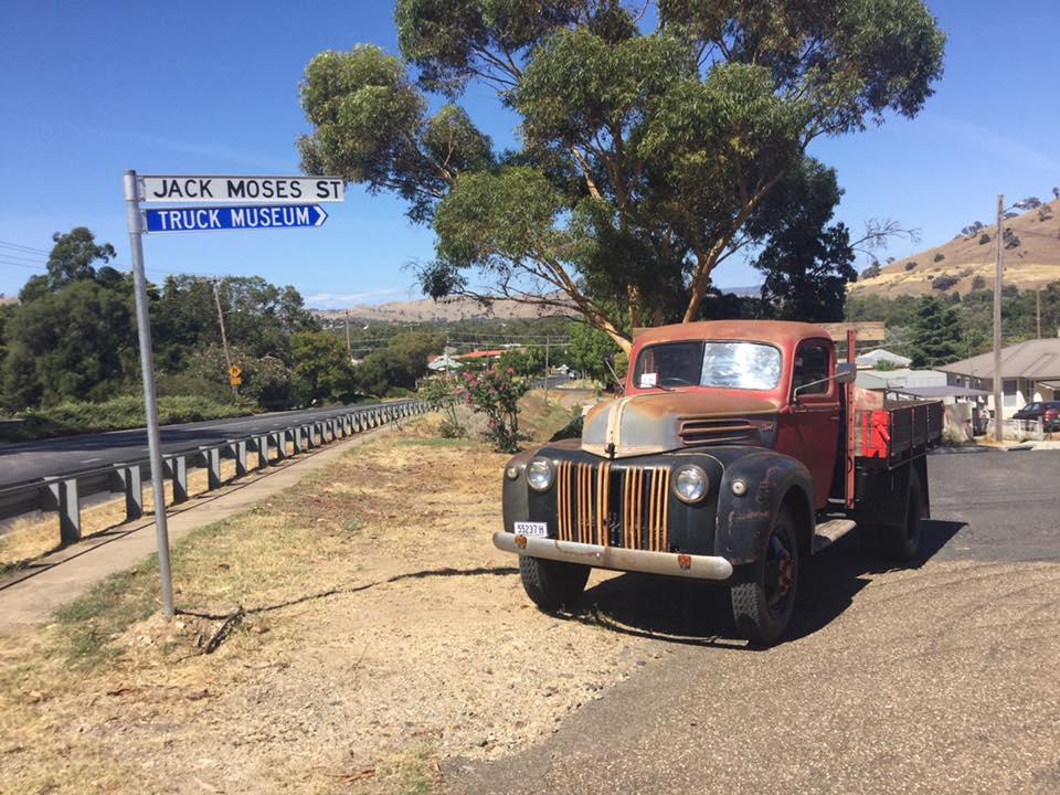 1945--46-Ford-V8-Truck