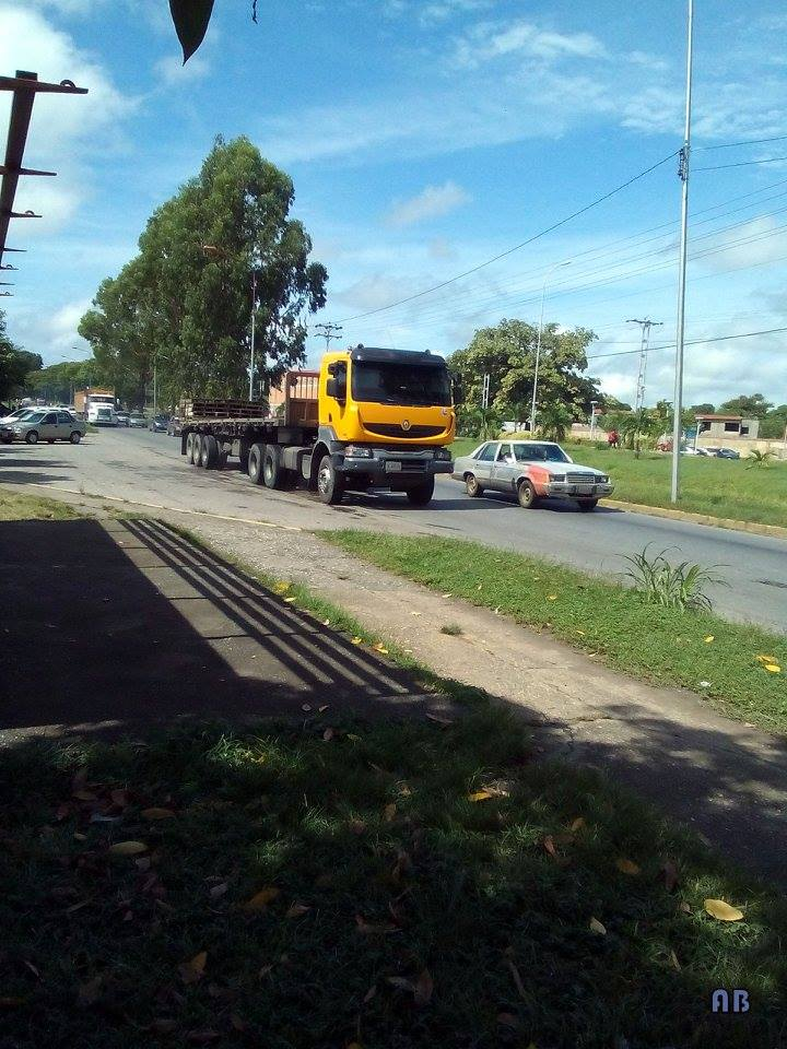 Renault-6X4-Venezuela[1]