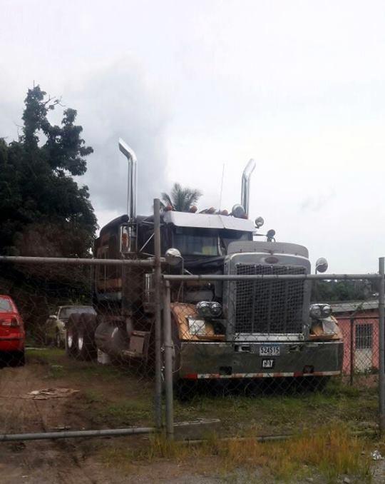 Peterbilt_Truck-1