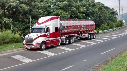 International-Camion-12