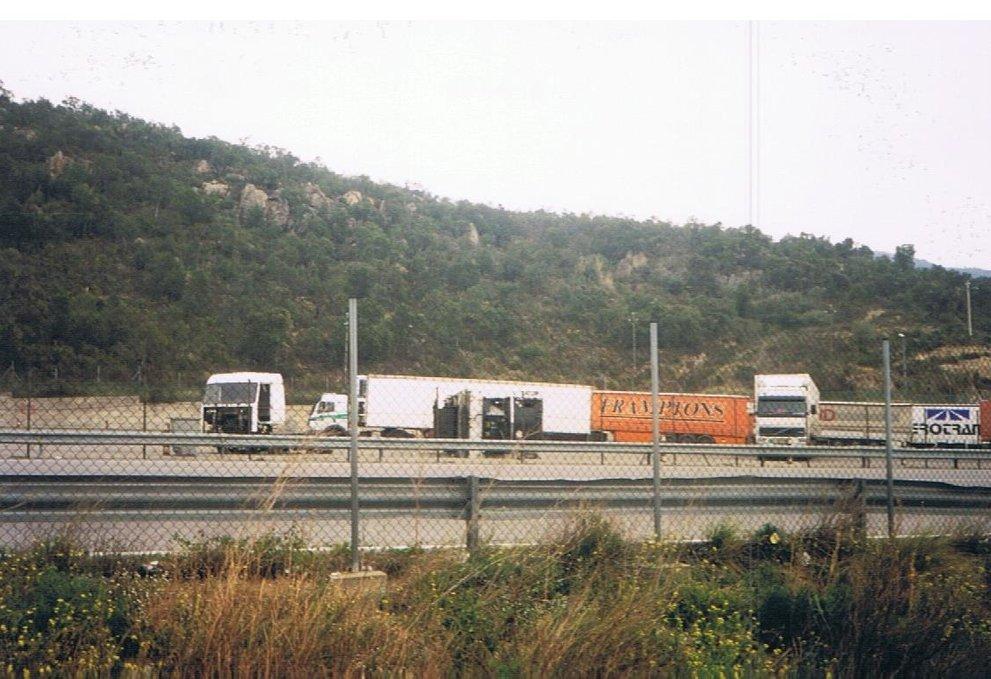 9-n-La-Junquera-met-gesloopte-wagen