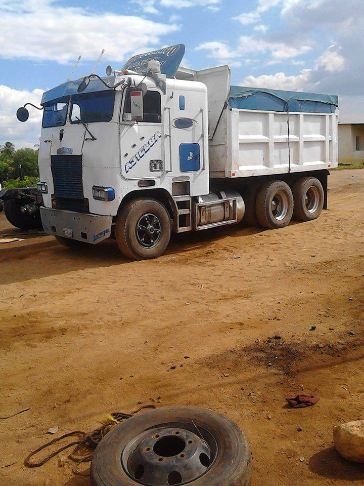 Freightliner-_Camion-14
