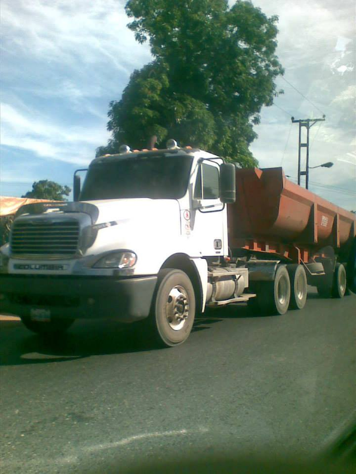 Freightliner-_Camion-8