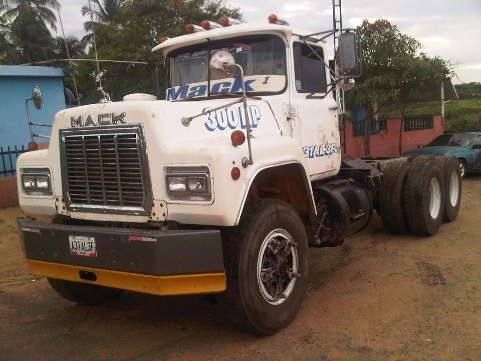 Mack_Camion-2