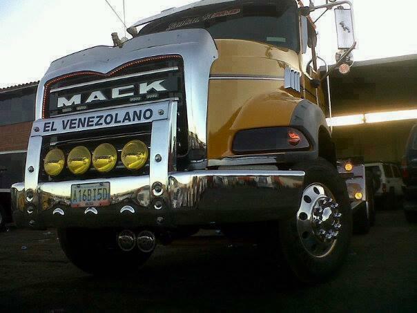 Mack_Camion-28