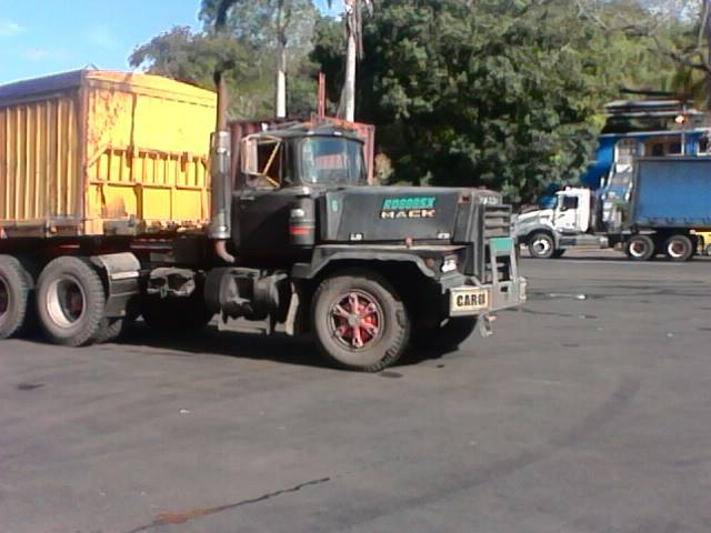 Mack_Camion-34