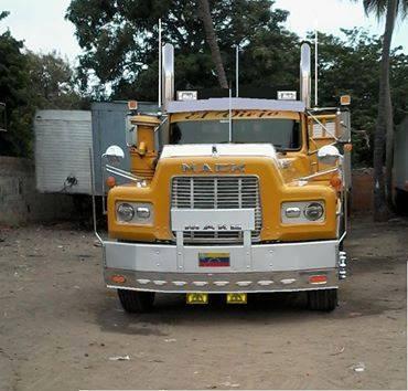 Mack_Camion-5