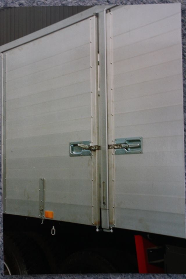 RAF-kipper-aanhangwagen-met-draai-deuren-is-door-Rondaan-in-Beetgum-gebouwd-voor-Gebr--Vellinga-uit-Oosterend-1