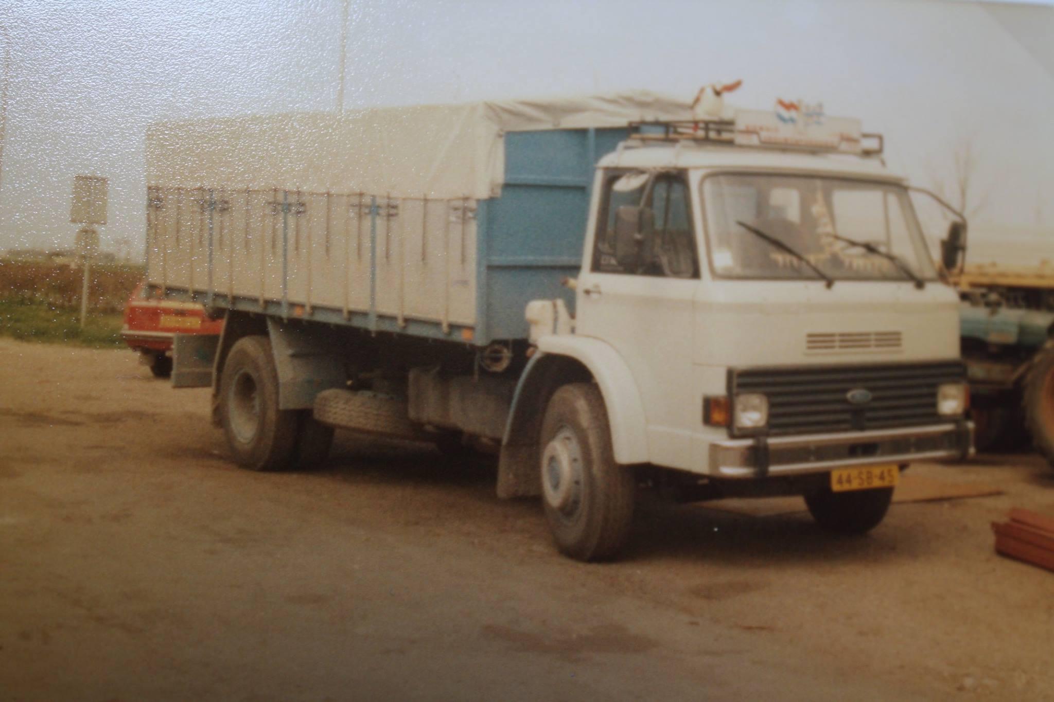 Ford-bulkauto-is-ook-door-Rondaan-in-Beetgum-opgebouwd-Riewald---v-d-Wal--Vrouwenparochie