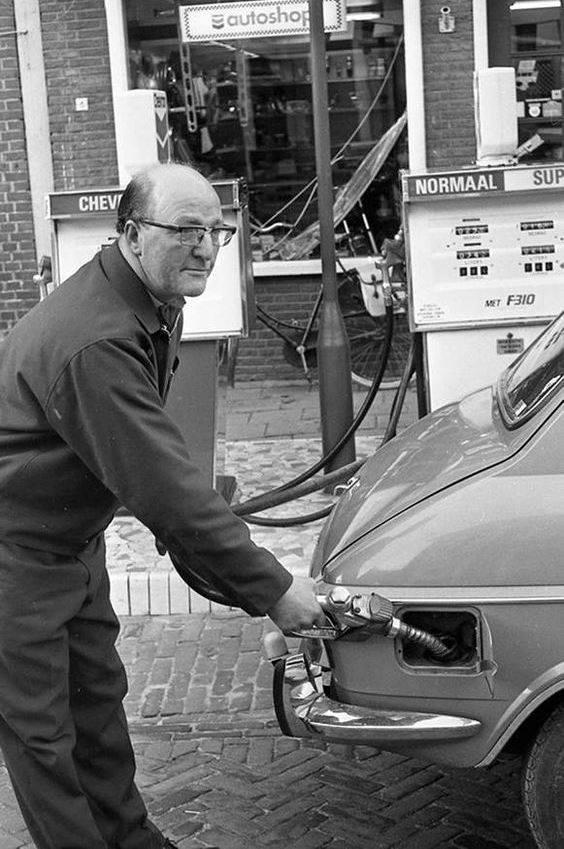 Jaap-Zijlstra--35-jaar-aan-de-zaak-bij-Garagebedrijf-Stellema-te-Dokkum