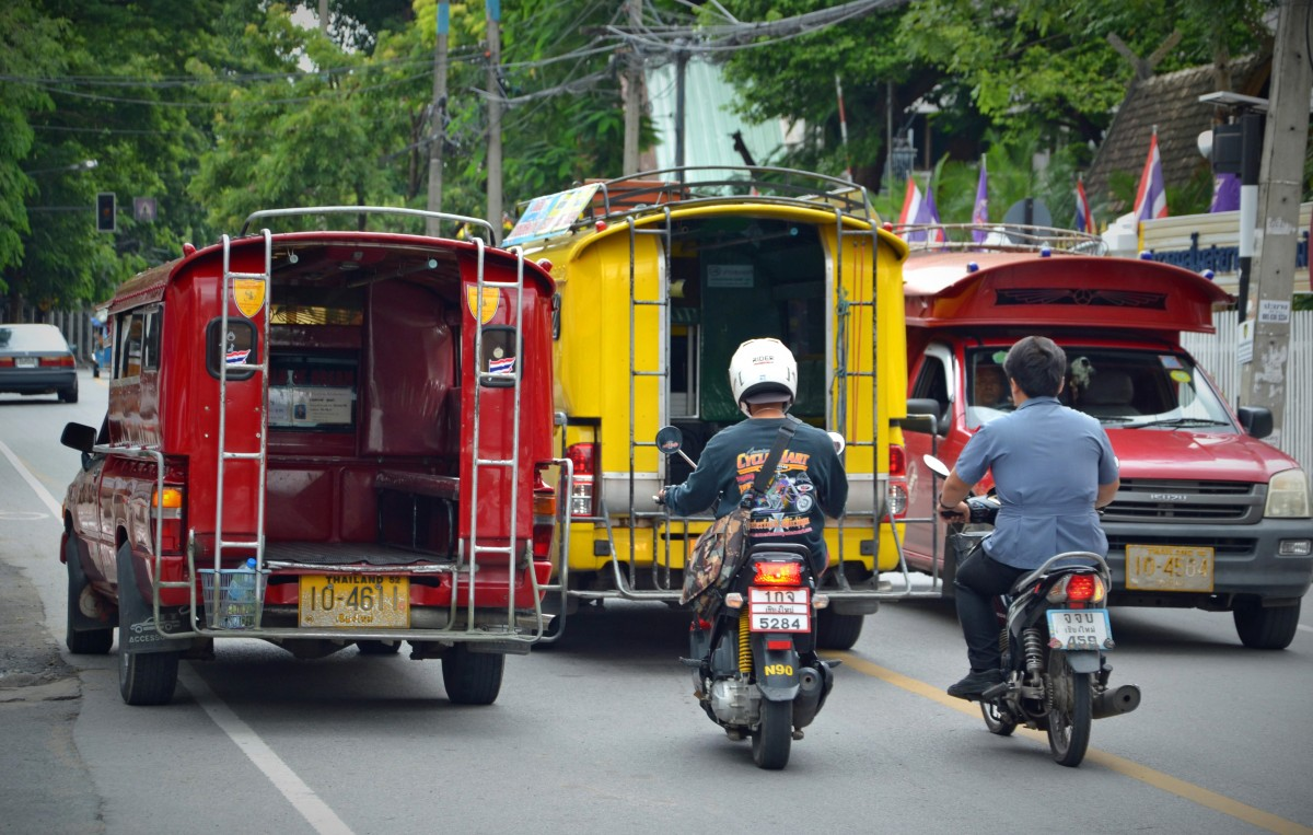 chiang_mai_thailand_road_road_transport_public_means_of_transport_bus_moped_moped_riders