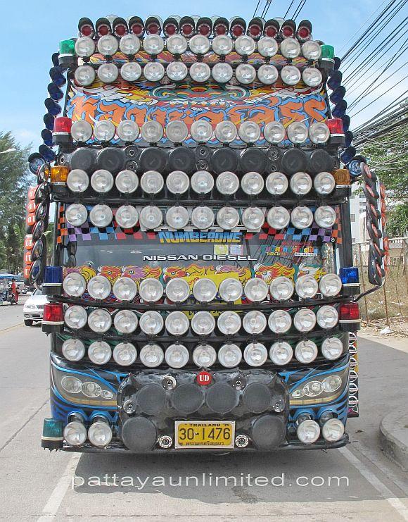 extreme-thai-bus-Nissan